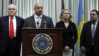 Staatsanwalt Seth Williams verkündet die Nachricht vor der Presse