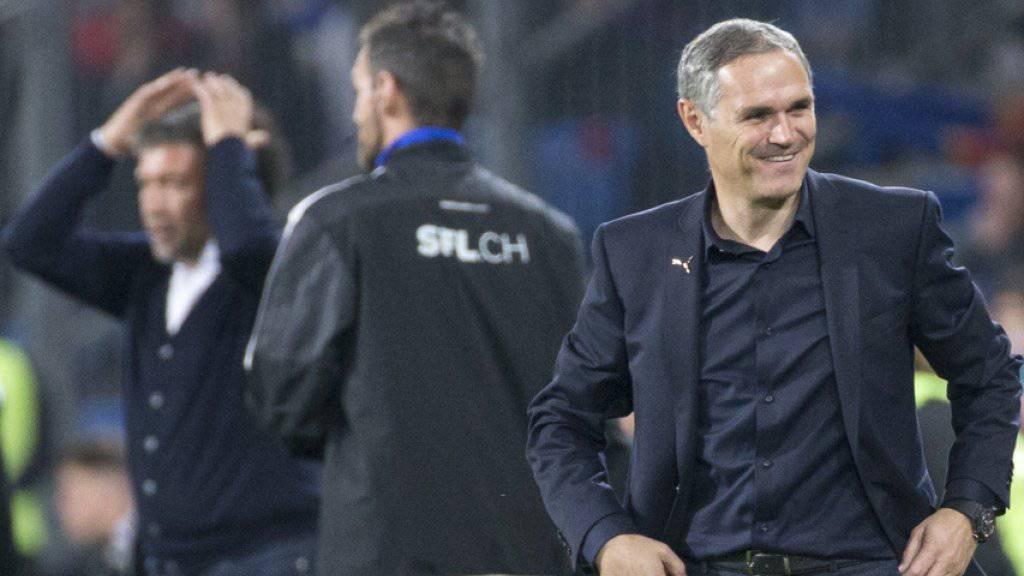 Hatte im Gegensatz zu seinem Basler Trainerkollegen Urs Fischer gut lachen: GC-Coach Pierluigi Tami (rechts)