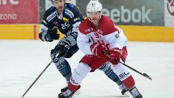 Kann Ambri-Piotta (im Bild Cory Emmerton, hinten) den Lausanne HC (hier Joël Vermin) in der Abstiegsrunde noch abfangen?