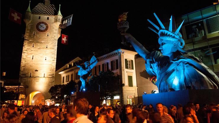 «Welt statt Baden» lautete das Motto der Badenfahrt 2007. Damals tauchten die Festbesucher ab in allerlei Welten, die von grossformatigen Figuren wie der Freiheitsstatue oder Dagobert Duck geprägt waren.