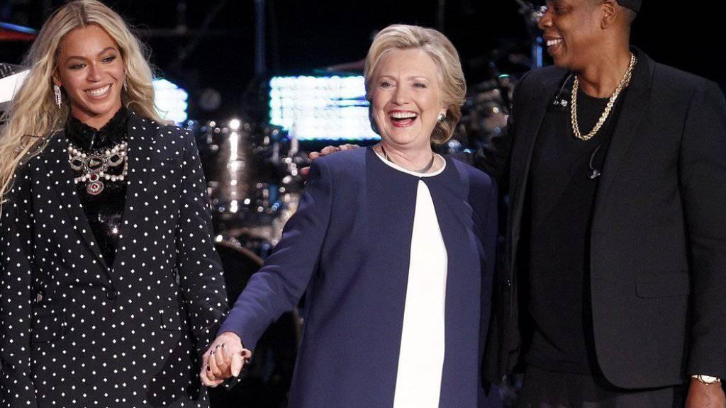 Ein Power-Trio: Mit Beyoncé (links) und deren Ehemann Jay Z (rechts) hat Präsidentschaftskandidatin Hillary Clinton einmal mehr Support aus dem Showbiz.