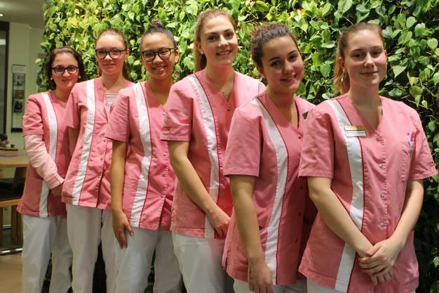 Eine aufgestellte Truppe: Lernende im Alterszentrum Klostermatte.