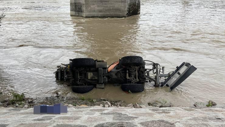 Ein Arbeiter wird am Rheinuferweg tödlich verletzt.