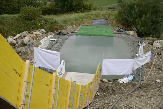 Nach der Schanze kommt ein Wasserbecken, über welches die Fahrer «sliden».