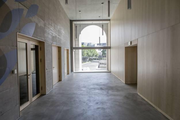 Blick ins Foyer, dem Übergang zwischen Alt und Neu