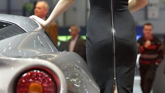 Die schönen Damen von des Genfer Auto-Salons
