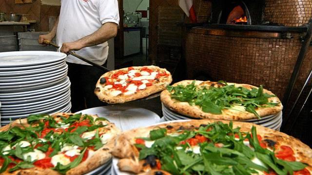 Pizza-Bäcker drängen auf italienische Zutaten für die Herstellung der perfekten Pizza (Symbolbild)