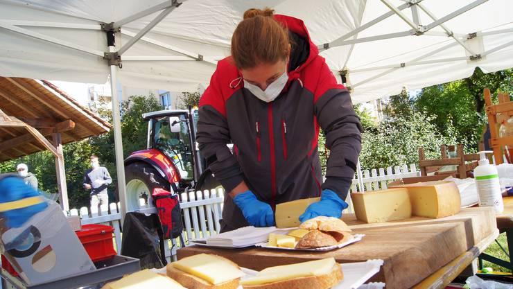 Neben dem frisch gepressten Most gibt es gratis Käse und Brot