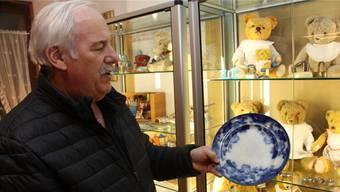 Roland Frei ist der Konservator, die gute Seele des Hauses; er kennt die Geschichten hinter den Objekten. Peter Weingartner