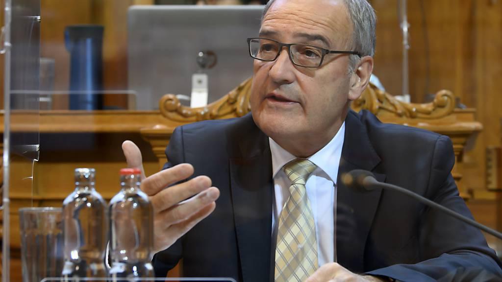 Bundespräsident Guy Parmelin setzt sich für eine Stärkung des multilateralen Handels ein. Die WTO sei dabei ein wichtiger Pfeiler, sagte der Schweizer Wirtschaftsminister. (Archivbild)