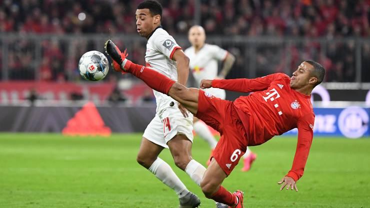 Viel Kampf zwischen Bayern München und RB Leipzig.