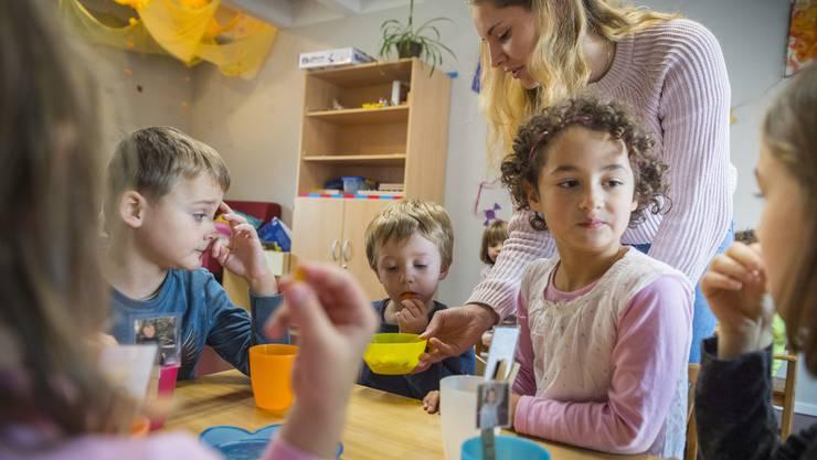 Soll sich die Fremdbetreuung von Kindern künftig steuertechnisch mehr lohnen? Ja, findet eine breite Allianz. (Symbolbild)