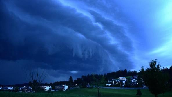 Eindrückliches Bild: Das Gewitter über Luzern.