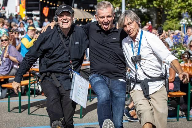 Warm-Upper Vinc, Rainer Maria Salzgeber und Rob Rutz freuen sich.