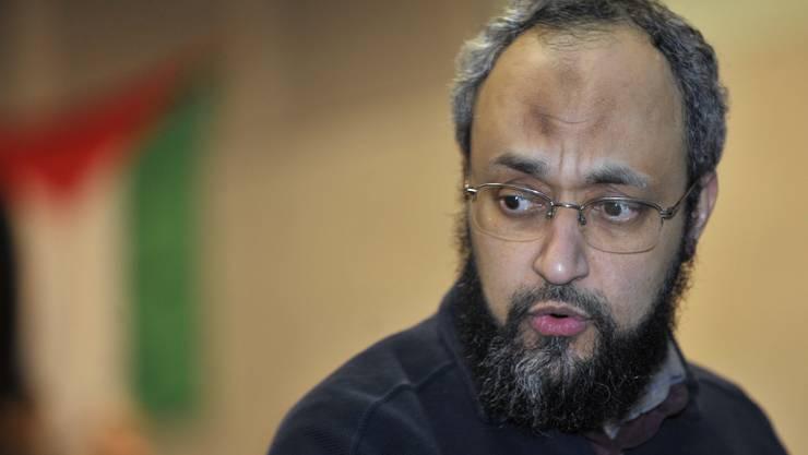 Hani Ramadan ist am Samstag aus Frankreich in die Schweiz ausgewiesen worden. Er will juristisch gegen das Aufenthaltsverbot vorgehen.