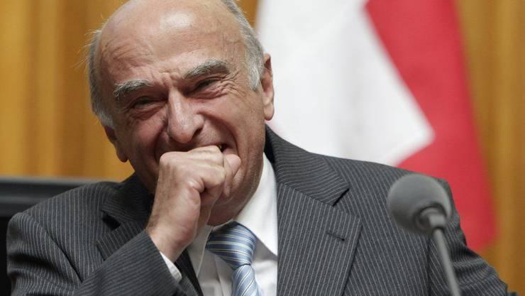 Bundesrat Hans-Rudolf Merz lachte am 20. September 2010 bei der Beantwortung einer Frage während der Fragestunde im Nationalrat.
