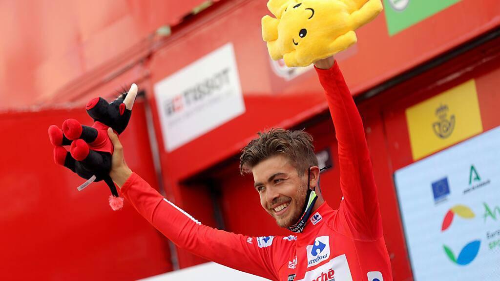 Der Norweger Odd Christian Eiking grüsst nach der 10. Vuelta-Etappe im roten Leadertrikot