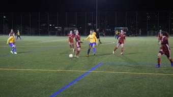 Sanja Mijovic (in der Mitte im gelben Trikot) schoss das wichtige 2:0, vergab aber auch mehrere Chancen, als sie alleine vor der gegnerischen Torhüterin stand.