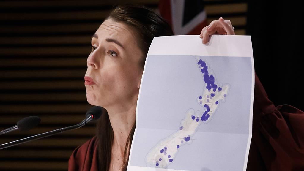 Jacinda Ardern, Premierministerin von Neuseeland, spricht während einer Pressekonferenz zur Covid-19-Lage.