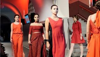 Für die roten Kleider liessen sich die Designerinnen von Mark Rothkos Werken inspirieren. Kenneth Nars