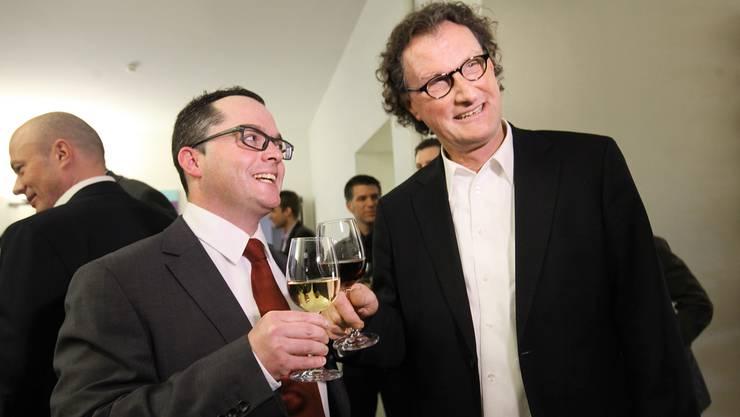 Können sich auch nach der Wahl noch leiden: Huber und Müller beim Apéro.