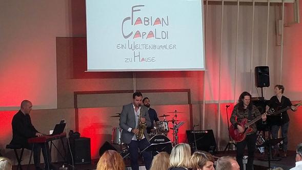 Fabian Capaldi gastierte mit Begleitband  in Wangen.