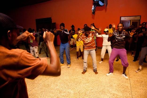 Diese ugandische Grassroots-Organisation versucht, mit Tanz, Musik und das Zusammenbringen von Menschen gesellschaftlicher Wanel herbeizuführen.