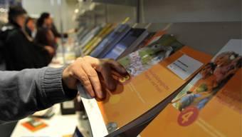 Der Hintergrund: Ein Autor beschreibt in der NZZ, wie das neue Geschichtslehrbuch «Gesellschaften im Wandel» von einseitigen politischen Parolen durchsetzt sei.