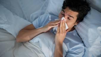 Die Hoffnunf besteht, dass die Grippe in diesem Jahr nicht so hart zuschlägt. (Symbolbild)