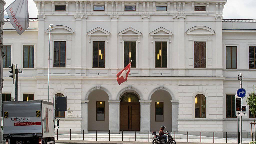 Die Bundesanwaltschaft hat beim Bundesstrafgericht in Bellinzona Anklage gegen vier Angehörige einer mutmasslichen ISIS-Zelle in der Schweiz eingereicht.