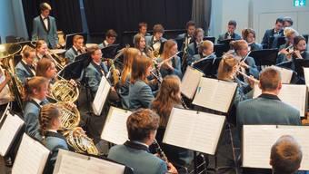 Jugendmusik Olten in ihrer bald 30-jährigen Uniform; das wird sich bald ändern.