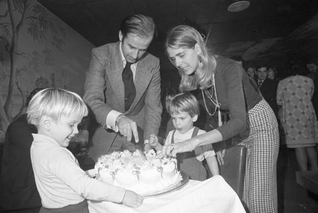 Joe Biden an seinem 30. Geburtstag mit Neilia, Hunter und Beau.