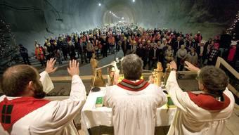 Der Gotthardtunnel ist ein Jahrhundert-Bauwerk - mit göttlichem Segen. Ein Gottesdienst für die Heilige Barbara, Schutzpatronin der Mineure, wird an ihrem Namenstag am 4. Dezember 2006 im Neat Basistunnel in Faido mit den Priestern Edi Rossi, Ononio Fornoni und Ephrem Bucher.