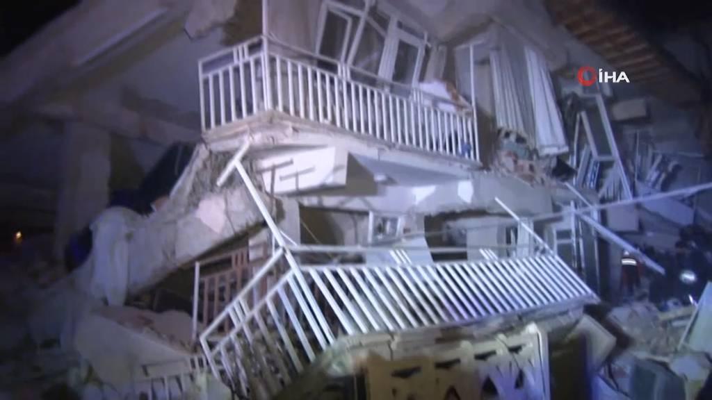 Mindestens 19 Tote und hunderte Verletzte bei starkem Erdbeben