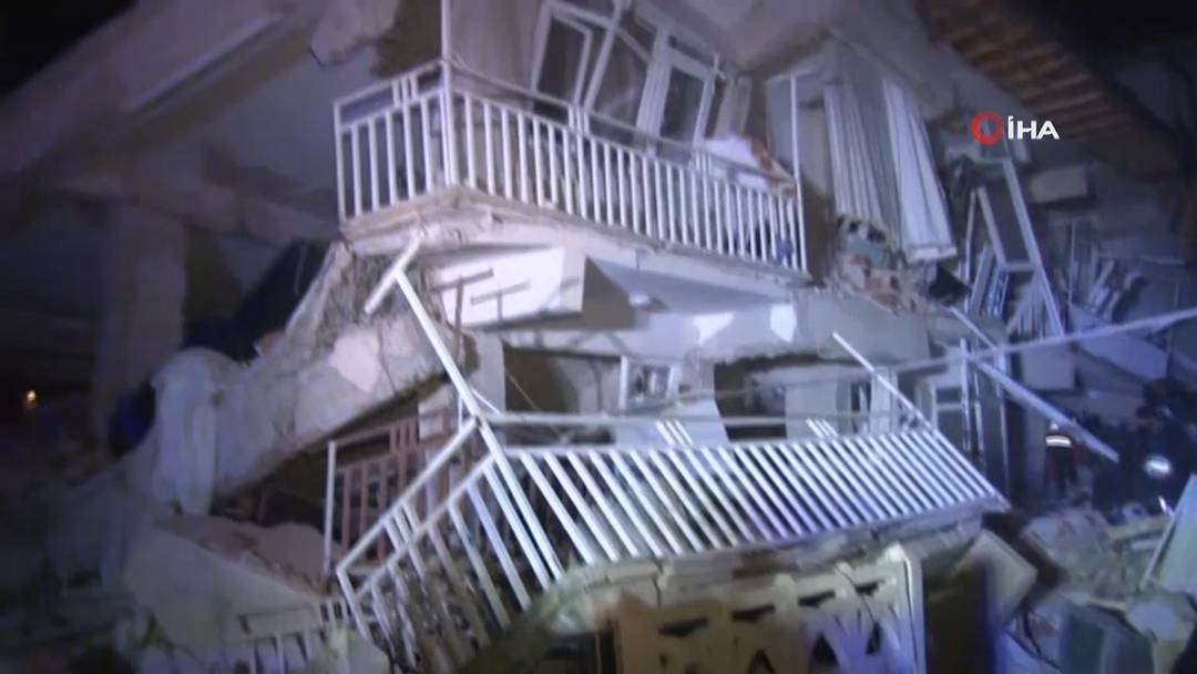 19 Tote und hunderte Verletzte bei starkem Erdbeben