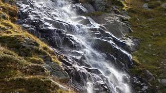 Die Stiftung Landschaftsschutz hatte 2017 nach eigenen Angaben mit 84 Prozent ihrer erledigten Beschwerden und Einsprachen Erfolg. Im Bild ein Bergbach im Kanton Graubünden. (Themenbild)