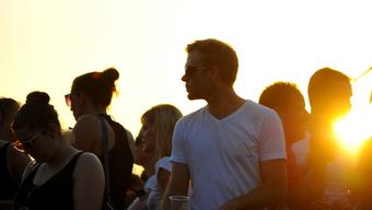 Sonnenuntergangsstimmung am Openair Etziken.