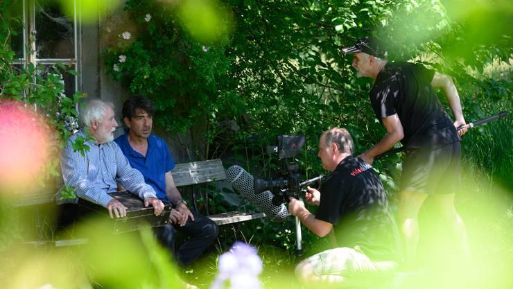 Die Dreharbeiten für den neuen Film von Peter Bolliger (rechts) sind am Freitag abgeschlossen worden. Hier bei den Dreharbeiten in Starrkirch-Wil: Heinz Bolliger, Jens Wachholz sowie Co-Produzent und Kameramann Peter Schurte (von links).