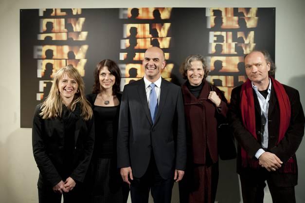 Seraina Rohrer, Alain Berset mit seiner Frau Muriel, Christine Beerli und Dokumentarfilmer Christian Frei