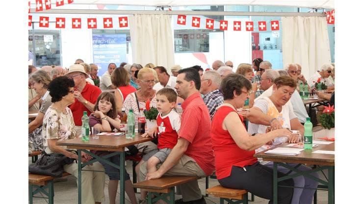 Dietikon - Gross und Klein feierte den Geburtstag der Schweiz
