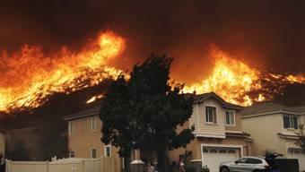 Flammen in Santa Clarita, wenige Kilometer nördlich von Los Angeles.