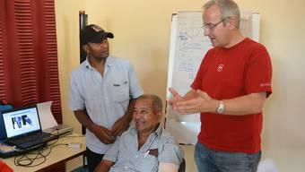 Lukas Villiger (rechts) setzt in Rodrigues auf Hilfe zur Selbsthilfe im Kampf gegen Diabetes. ZVG