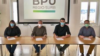 Sie haben den Vertrag unterschrieben: Jennifer Jaun (Gemeindeschreiberin Ehrendingen), Urs Burkhard (Gemeindeammann Ehrendingen), Adrian Baumgartner (Gemeindeammann Schneisingen) und Beat Rohner (Gemeindeschreiber Schneisingen).