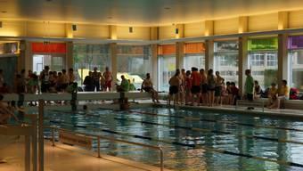Differenzschwimmen im Hallenbad Uitikons