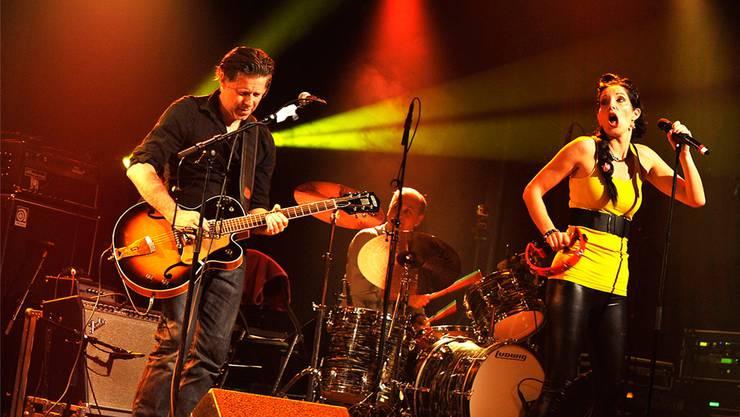 Rampensäue und das Herz der Rock-'n'-Roll-Band: Gitarrist Ueli Hofstetter alias Buster Kay und Sängerin Sandra Erne alias Bonnie. rockpearlandbluesdrop