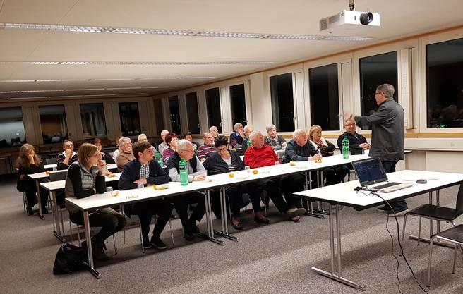 gespannt lauschen die Teilnehmer dem Fachreferat von Markus Werder
