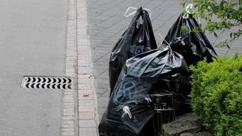Abfallsäcke in Oberentfelden.