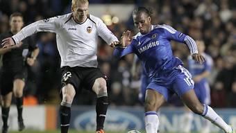 Didier Drogba (rechts) brachte Chelsea früh in Front