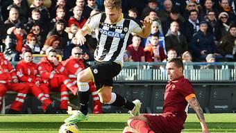 Der Schweizer Verteidiger Silvan Widmer (am Ball) traf für Udinese