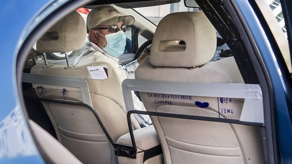 Die Corona-Pandemie hat beim US-Fahrdienst-Vermittler Uber tiefe Spuren hinterlassen. (Archivbild)